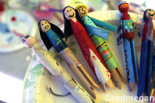 Kid Crafts: Paper Aprons & A Clothespin Family
