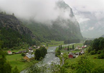 Photo Saturday: Norway Train Window: Fiam > Bergen