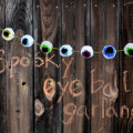 eyeballpompom-header-ehow
