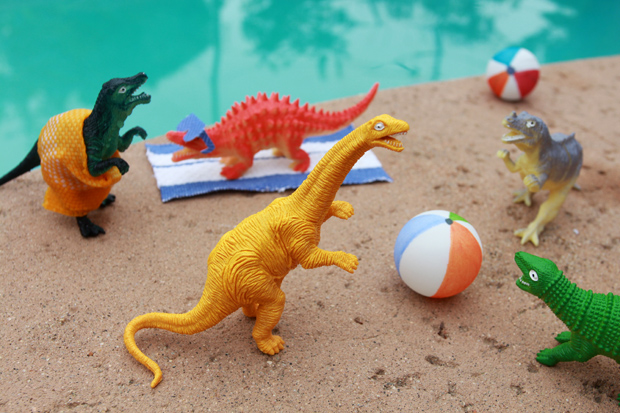 Dinovember-poolparty-eHow